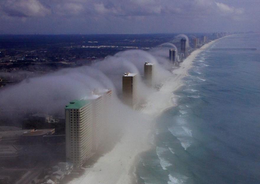 """El llamado """"tsunami de nubes"""" en Miami. Foto JR Hott."""