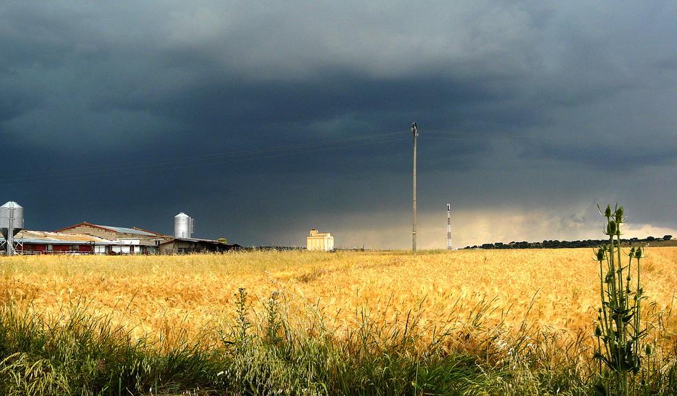 """¡Vienen """"nublaos"""" como este!... Esta foto es de Muñico, Avila, en Junio de 2010"""