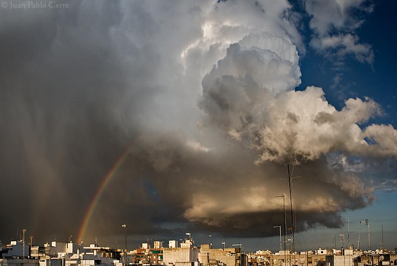 Estampa primaveral. Tormenta en Elche, el pasado 5 de Abril. Foto: Juan Pablo Cerro