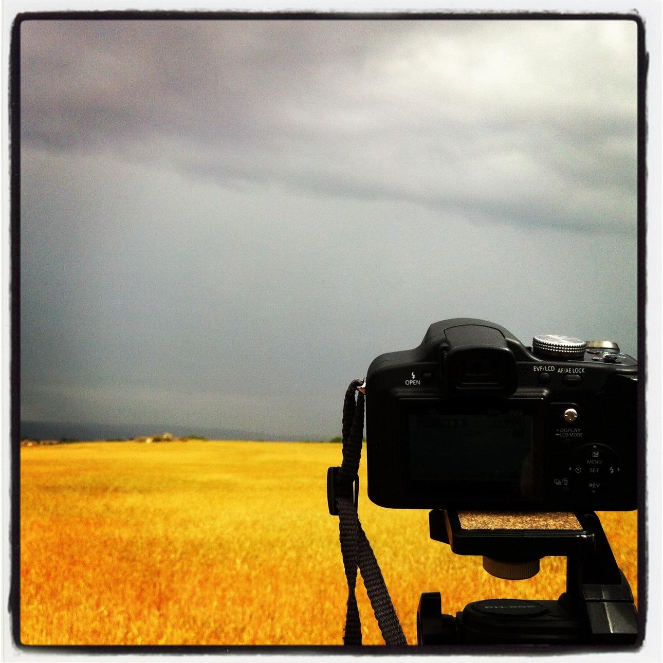 Grabando la tormenta, por fin una con chicha... Foto Emilio Rey