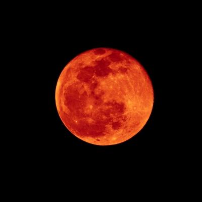 Luna eclipsada, más oscura de lo normal. Nunca azul. Foto: Nutdanai Apikhomboonwaroot