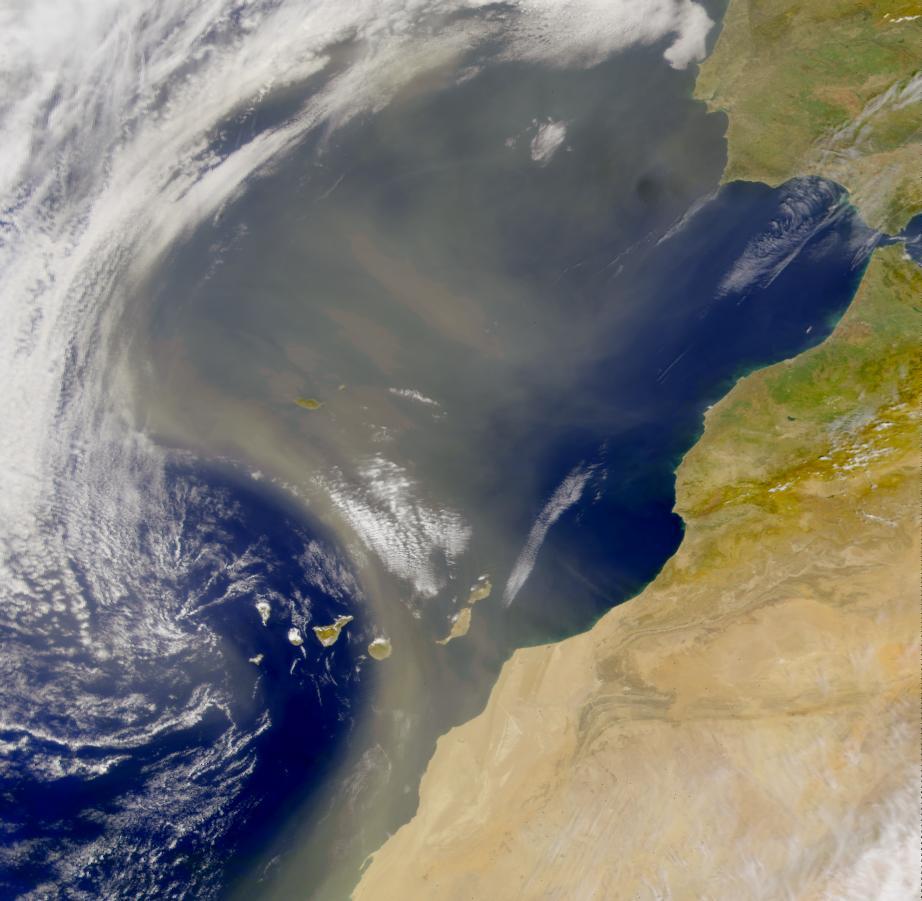 Polvo africano en suspensión arrastrado desde Africa, en marzo de 2010. Foto NASA.