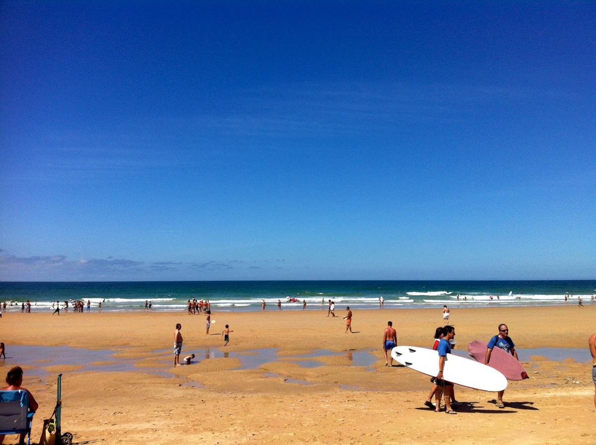 La misma playa tres días antes, con viento de poniente. Foto ER.