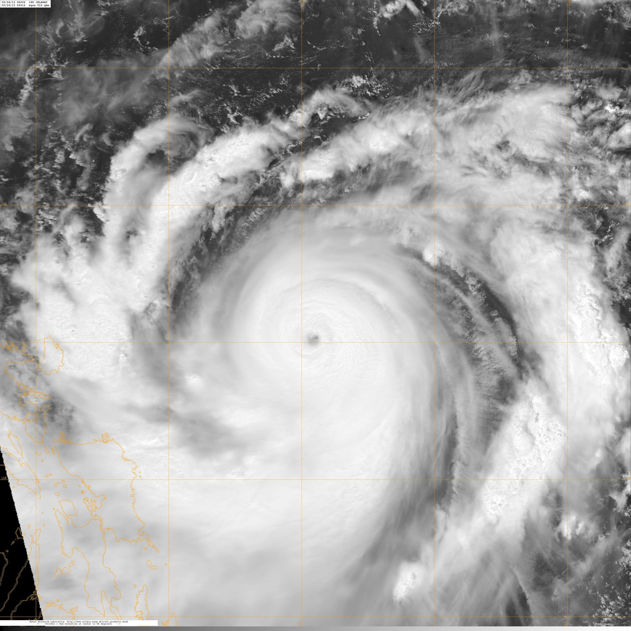 Nadine vivita y coleando, vista por el satélite AQUA hace unas horas. Foto NASA.