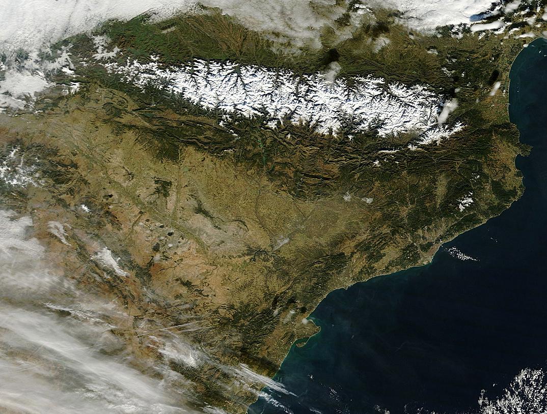 Nordeste peninsular español, con los Pirineos dominando el panorama. Foto: NASA