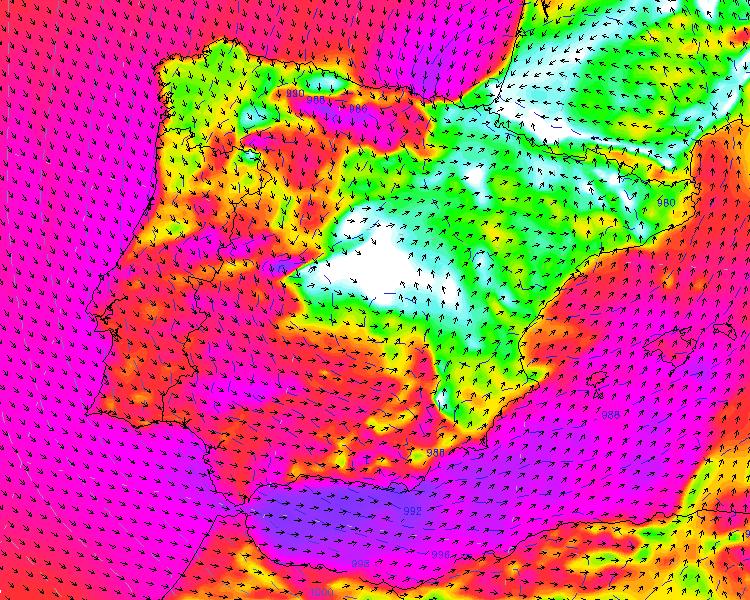 """Vientos en superficie a las 17h del sábado... Esa zona blanca es el """"centro""""... Modelo WRF9k"""