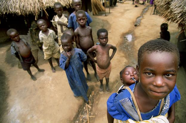 Niños en el campo de desplazados de Boby, uno de los más grandes del norte del país. Año 2005. Foto: Hernán Zin