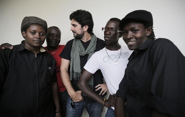 Tras la sesión de retratos de activistas por los derechos de los homosexuales en Kampala, Uganda (Foto: Jon Sistiaga)