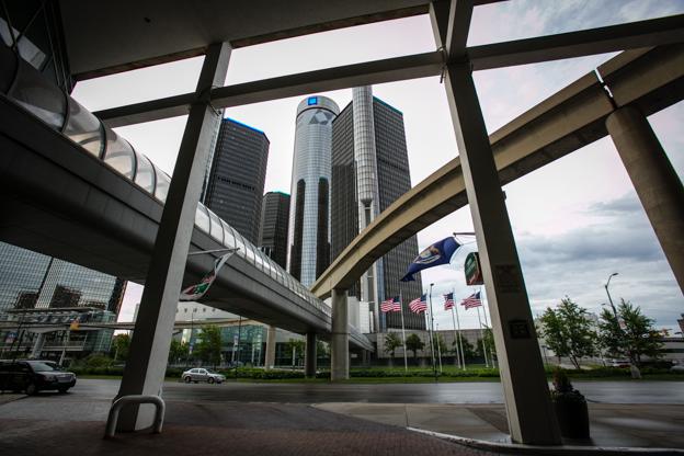 El edificio de la General Motors, corazón aún de la decadente Detroit. (Foto: Hernán Zin)