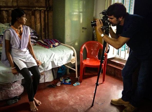 Hernán Zin en Calcuta, veinte años más tarde, rodando para Canal Plus.