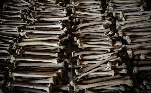 Restos de víctimas en las escuelas Murambi, Ruanda- Foto: Hernán Zin