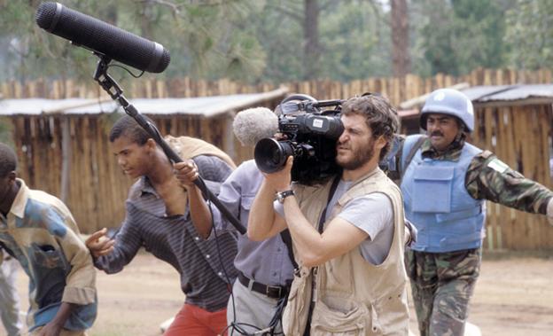 El personaje de Joaquim Phoenix en Hotel Ruanda se inspira en el cámara británico Nick Hughes, que grabó algunas de las pocas imágenes del genocidio.