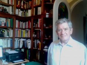 Enrique Barón, en el despacho de su casa de Madrid. N. S.
