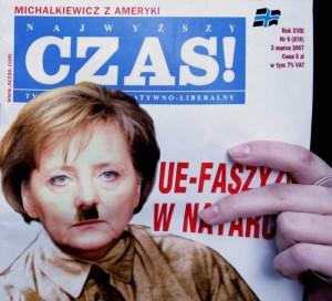 Merkel, a lo Hitler en una revista polaca (EFE).