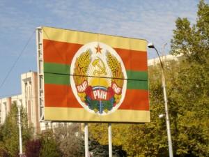 La bandera oficial de Transnistria, con la hoz y el martillo soviéticos (WIKIPEDIA)