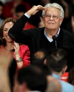 Felipe González, durante un mitin.
