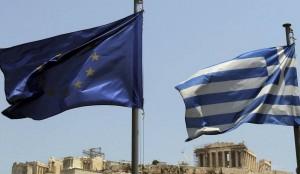 La bandera de la UE y la de Grecia, en la acrópolis de Atenas (ARCHIVO 20MINUTOS)