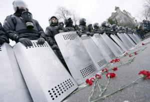 Policías antidisturbios desplegados por orden gubernamental en 'Euromaidán'. (EFE)