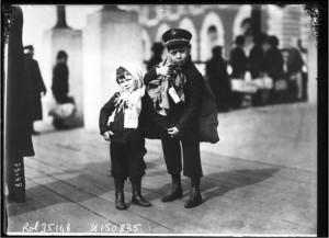Dos niños italianos (fotografía de los archivos de la Biblioteca Naciona francesa)