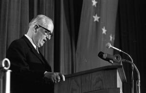 Walter Hallstein, en 1969, durante un discurso europeo. (German Federal Archives).