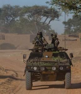 Una furgoneta del Ejército francés en labores militares en África (EFE).