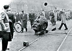 Cabeza de Stalin derribada durante la revolución húngara de 1956. (The American Hungarian Federation)