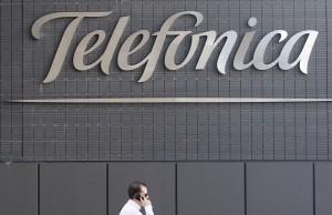 Una imagen del logotipo de Telefónica en su sede central (EFE).