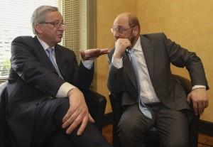 Juncker y Schulz, momentos antes del debate. (EFE)