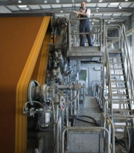 Un obrero en una fábrica (GTRES)
