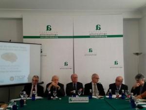 Participantes en la mesa redonda sobre crisis y think tank. En medio, Nicolás Sartorius (@funalternativas)