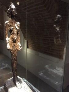 Una de las tallas de Giacometti que fotografié en la expo.