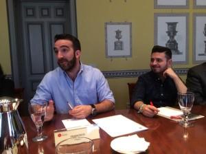 Francisco Polo (izq), en un momento de su exposición (foto: @Estrella_Rafa)
