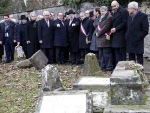 Un cementeario judío  recientemente profanado (EFE).