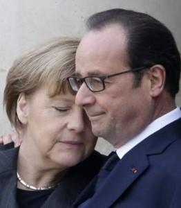 Merkel y Hollande, en un momento de complicidad (GTRES)