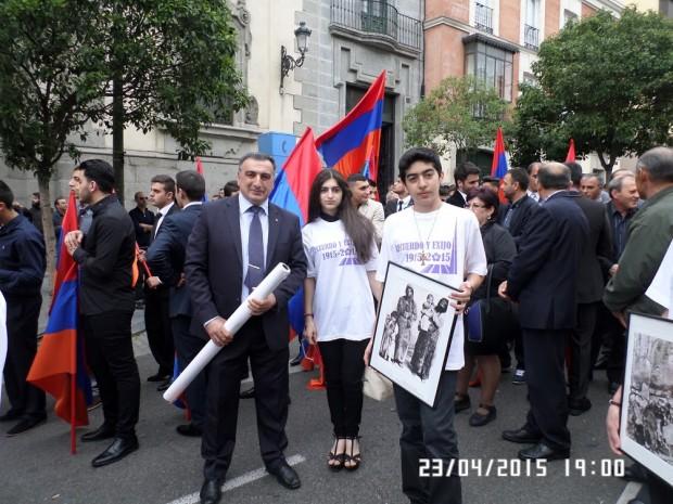 Karen y Hayk, en la manifestación de Madrid.