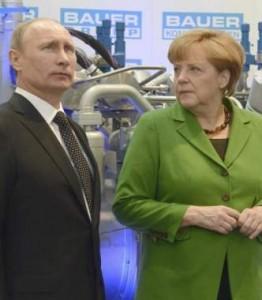 Merkel y Putin, en un acto en 2014 (EFE)