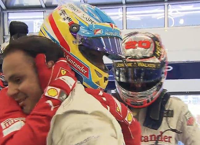 Alonso abraza a Massa tras lograr la pole en Austria.