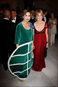 Esperanza Aguirre y Agatha Ruiz de la Prada durante la entrega de los Premios Internacionales de Periodismo en 2009.
