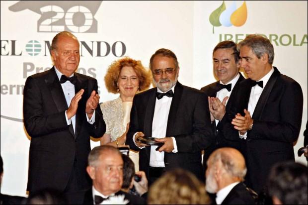 El Rey Juan Carlos I entregó en 2009 el premio al periodista Ahmed Rashid
