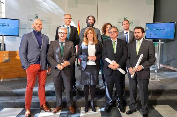 Susana Díaz junto a los premiados. Foto: Junta de Andalucía.