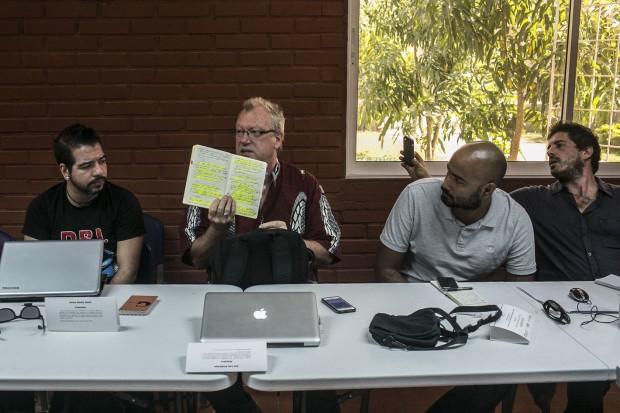 Foto taller Jon Lee Anderson en barrio Mandela. Autor-Joaquín Sarmiento-FNPI