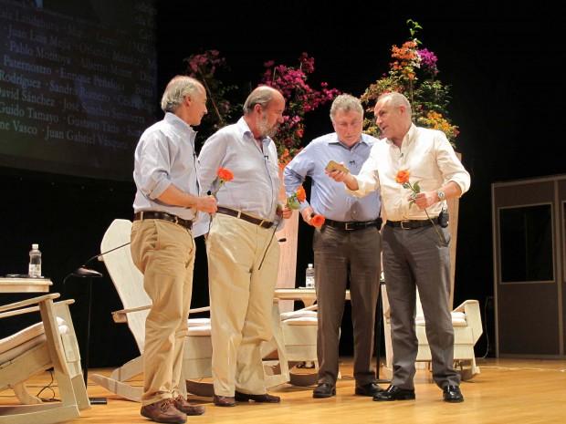 De izquierda a derecha, los periodistas colombianos Juan Carlos Iragorri y Antonio Caballero, Martin Baron, director del Washington Post y Antonio Caño, director de El País