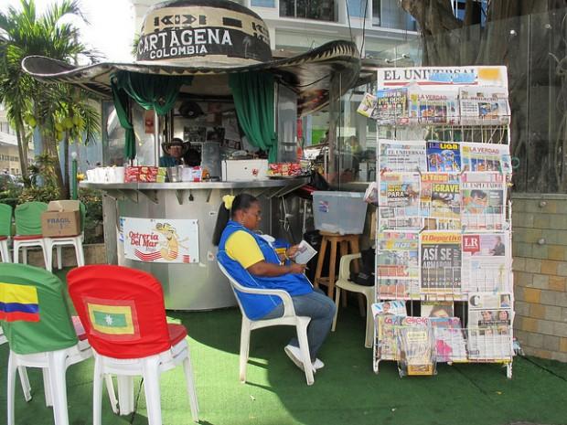 Vendedora de periódicos en Cartagena de Indias. Foto: FGM