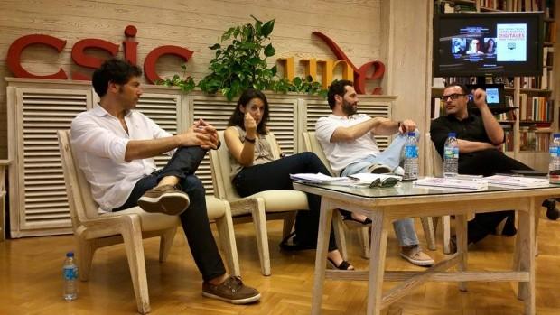 """Presentación del libro """"Herramientas digitales para periodistas"""". De izquierda a derecha el periodista Quico Taronjí, la autora Ana Isabel Bernal, Carlos Gámez Kindelán (20Minutos) y  Guillermo Rodríguez (HuffPost)."""