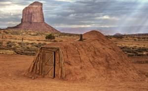 Es la casa tradicional en la que habita el pueblo navajo / Wolfgang Staudt