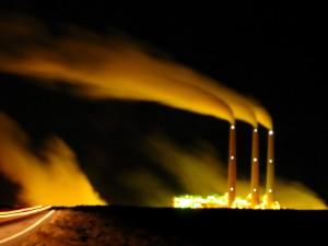 Una planta de carbón en suelo navajo / Bass_nroll