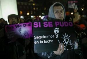 Miembros de grupos de inmigrantes latinoamericanos  celebran en Nueva York el anuncio de la orden ejecutiva. (Archivo: Kena Betancur/EFE)