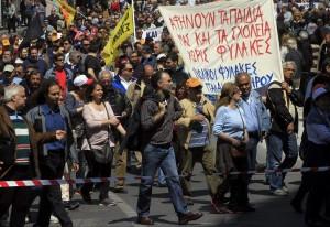 Manifestantes protestan en la primera jornada de huelga general del 2014. Foto: EFE/ Archivo