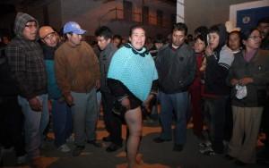 Una mujer muestra una herida que supuestamente le hizo la policía durante una manifestación contra el proyecto minero del Conga (Perú) / EFE