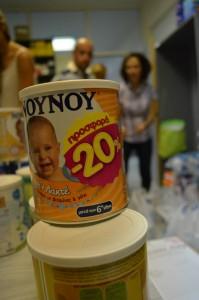 Alimento para recién nacidos llega a la clínica de Elliniko por medio de donaciones. (Foto: Susanna Arús y Blanca Blay)